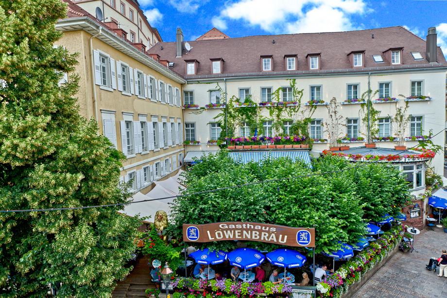 Baden-Baden-Hotel-Zum-Goldenen-Lowen--Biergarten-Hotel-außen